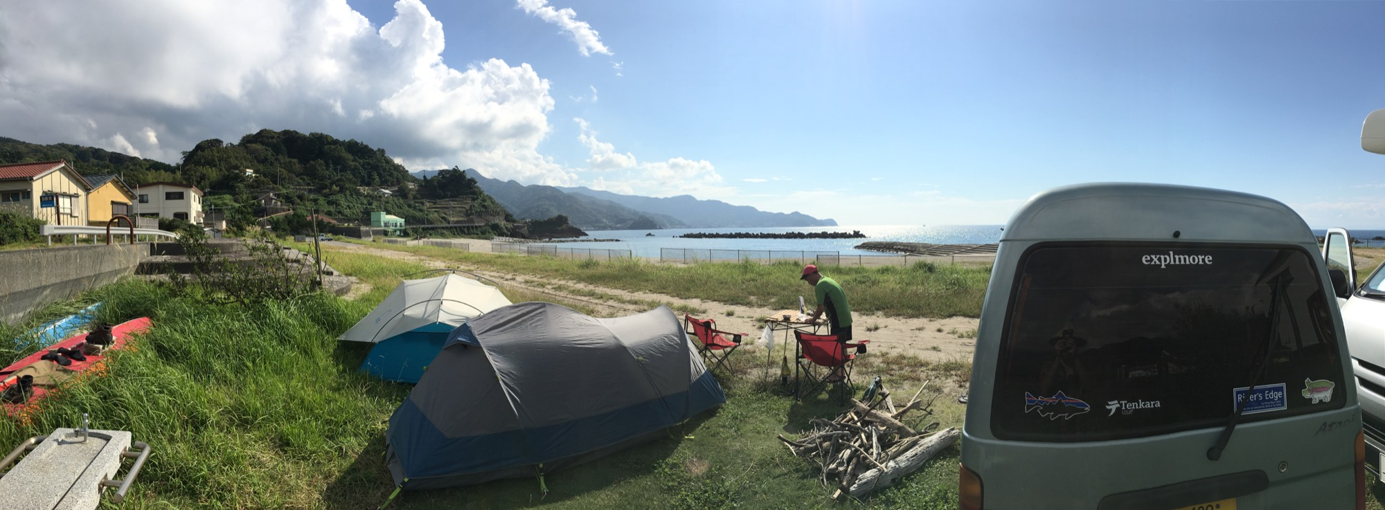 A panorama of our unbeatable campsite.
