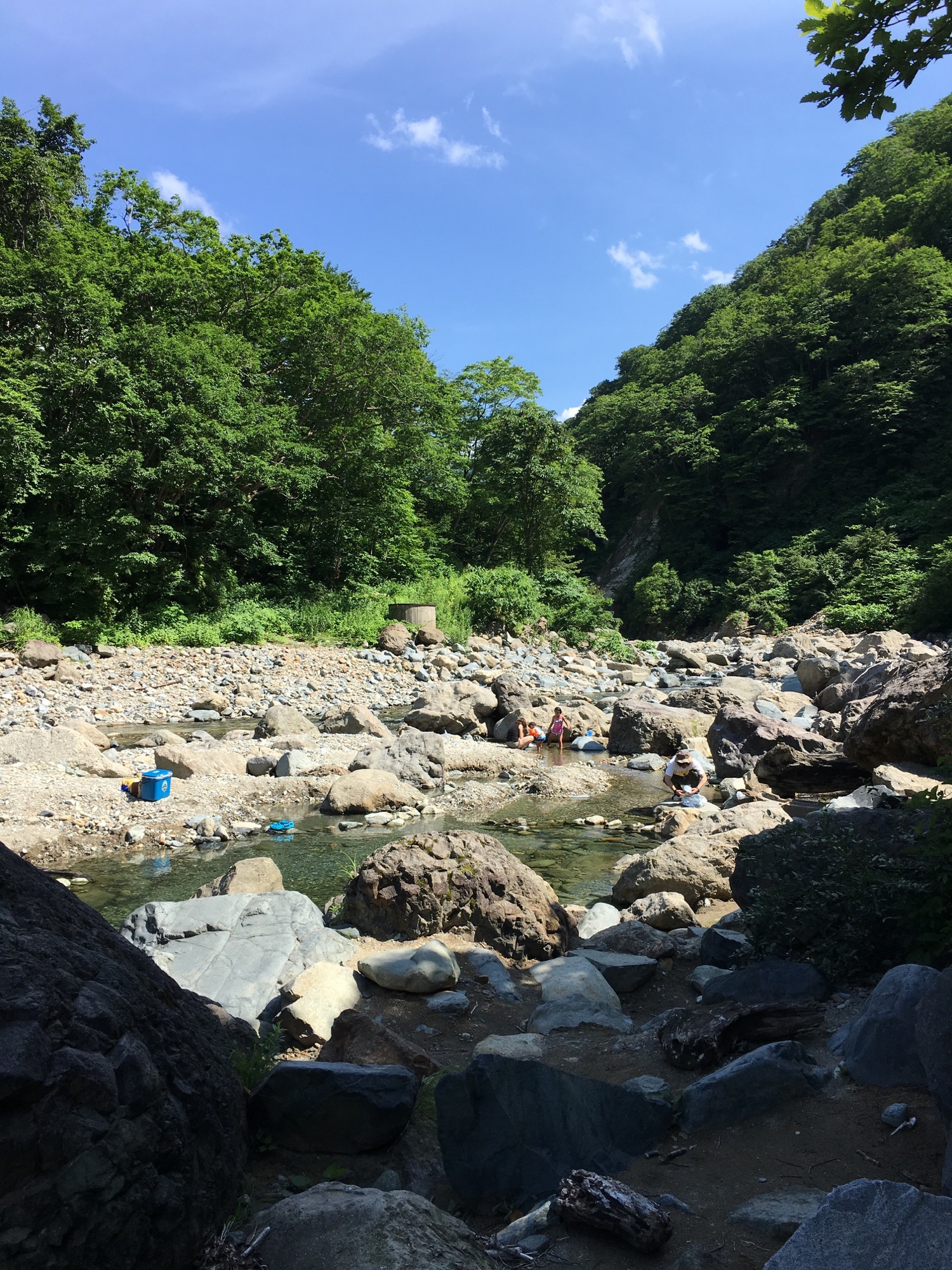 A mid river outdoor onsen